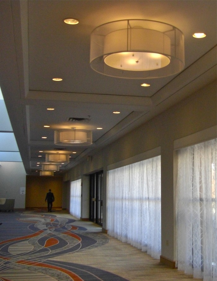 Sonesta-es-suites-chandelier